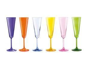 Copas de colores decora tu mesa con estilo westwing for Mesa cristal westwing