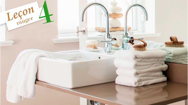 Une salle de bains bien rangée