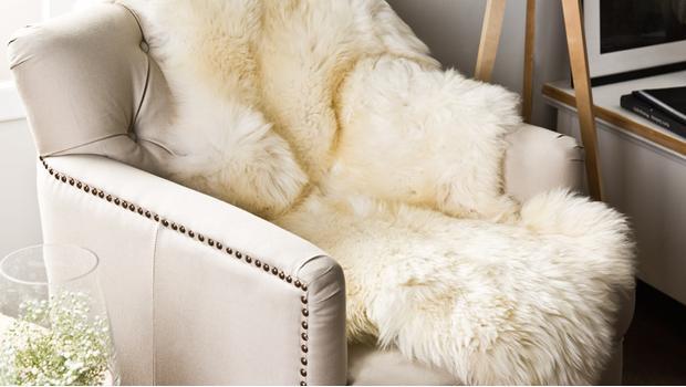 der deko allrounder fell ideal f r drinnen drau en westwing. Black Bedroom Furniture Sets. Home Design Ideas