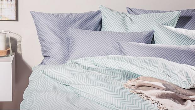 klassisch moderne bettw sche zeitlose eleganz im schlafzimmer westwing. Black Bedroom Furniture Sets. Home Design Ideas