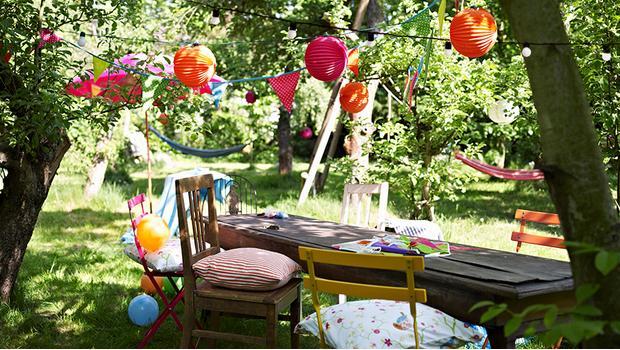 Sommer-Party-Deko PomPoms, Girlanden & Lichterketten | Westwing