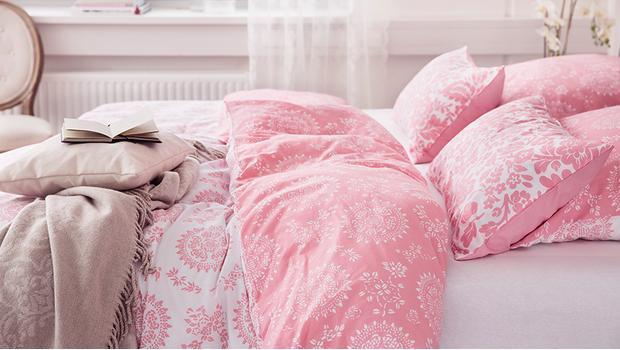 romantische bettw sche textilien f r sommernachtstr ume westwing. Black Bedroom Furniture Sets. Home Design Ideas