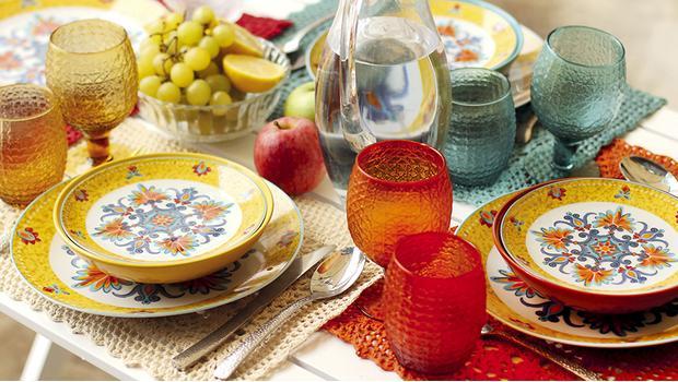 Vaisselle colorée bohème