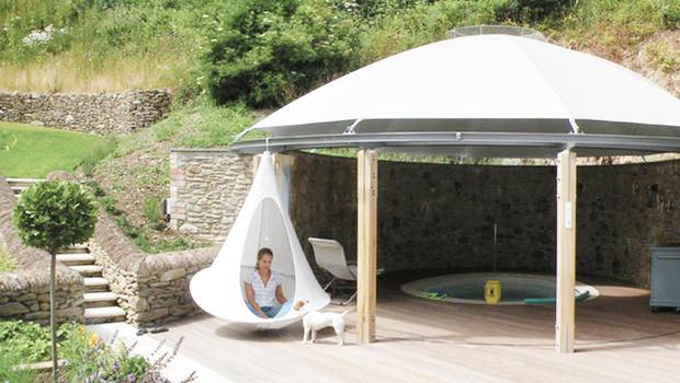 Des tentes suspendues