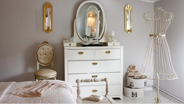 chambre féminine mobilier décoration