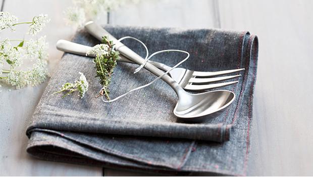 fourchettes couteaux cuillères couverts