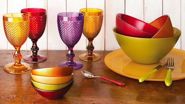Vaisselle en verre coloré