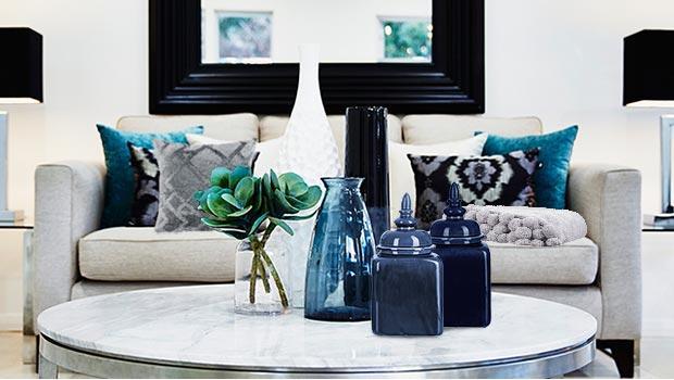canapé pouf rideaux bleu gris