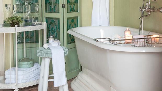 salle de bains zen mobilier accessoires westwing. Black Bedroom Furniture Sets. Home Design Ideas