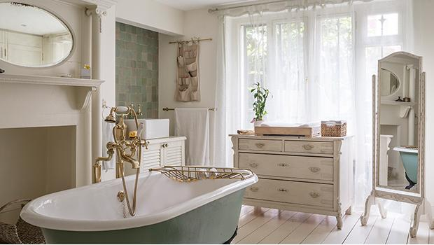 salle de bains romantique mobilier accessoires westwing. Black Bedroom Furniture Sets. Home Design Ideas