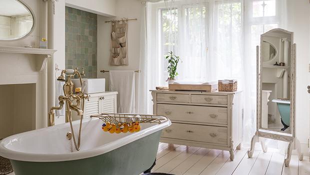 salle de bain romantique accessoires romantiques westwing. Black Bedroom Furniture Sets. Home Design Ideas