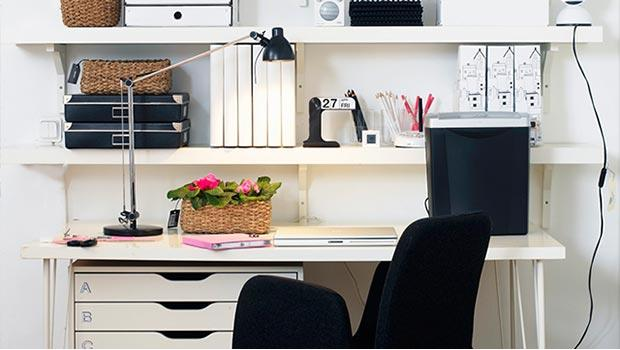 Rangements et lampes de bureau