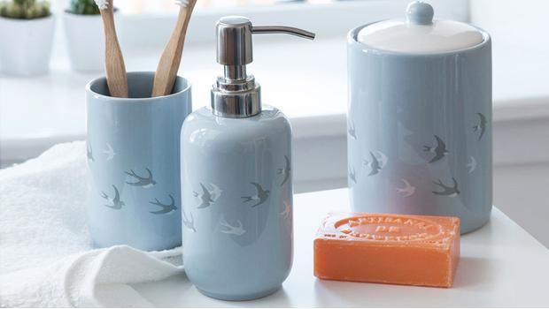 Il bagno cambia look gli accessori che fanno la differenza westwing - Bambolotti che fanno il bagno ...