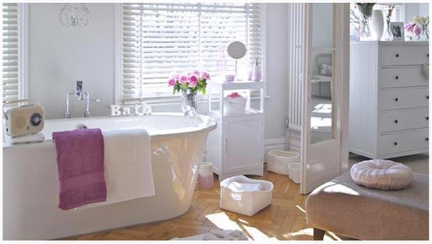 Un bagno di colore composizioni da parete e accessori westwing - Bagno di colore ...
