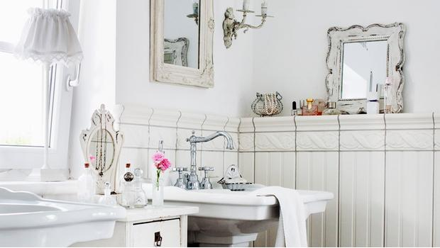 Chic Antique: Bathroom