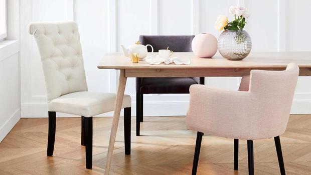 Eetkamer elegantie Gestoffeerde stoelen met Franse flair | Westwing