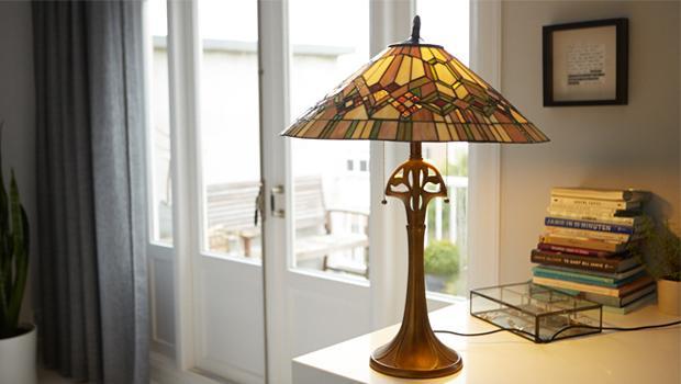 tiffany lampen bijzondere eyecatchers westwing. Black Bedroom Furniture Sets. Home Design Ideas