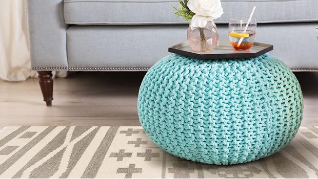 Modne dywany i pufy