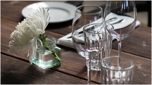 Stół w stylu Bauhaus