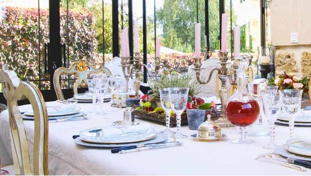 Stół w stylu glam