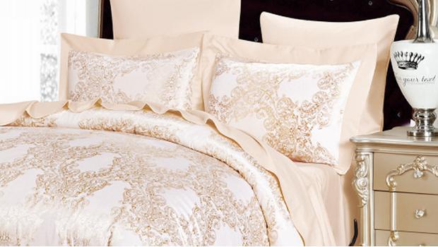 В спальне королевы