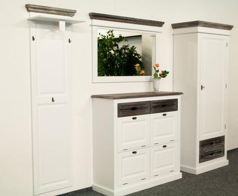 entree im kolonialstil charaktervolle kommoden co. Black Bedroom Furniture Sets. Home Design Ideas
