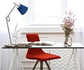 Регулируемые кресла, столы, доски для заметок