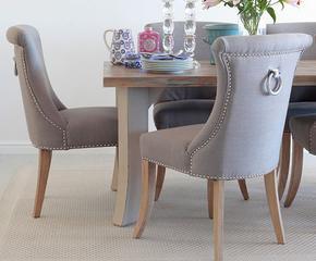 77 eleganckich, tapicerowanych krzeseł