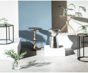 beistelltische von cool bis glamour s. Black Bedroom Furniture Sets. Home Design Ideas