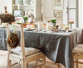 Sváteční stůl ve dvou stylech