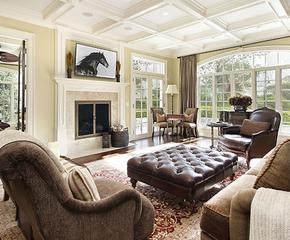 Skórzane fotele, dywany i szklane stoliki