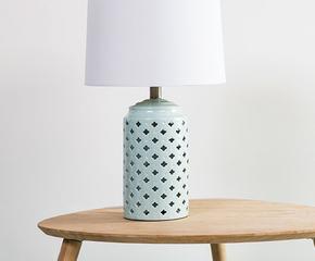 duschvorhang auf b hne frei f r elegante stoffe westwing home living. Black Bedroom Furniture Sets. Home Design Ideas